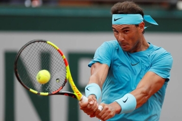 Which Professional Tennis Player Use a Dampener?